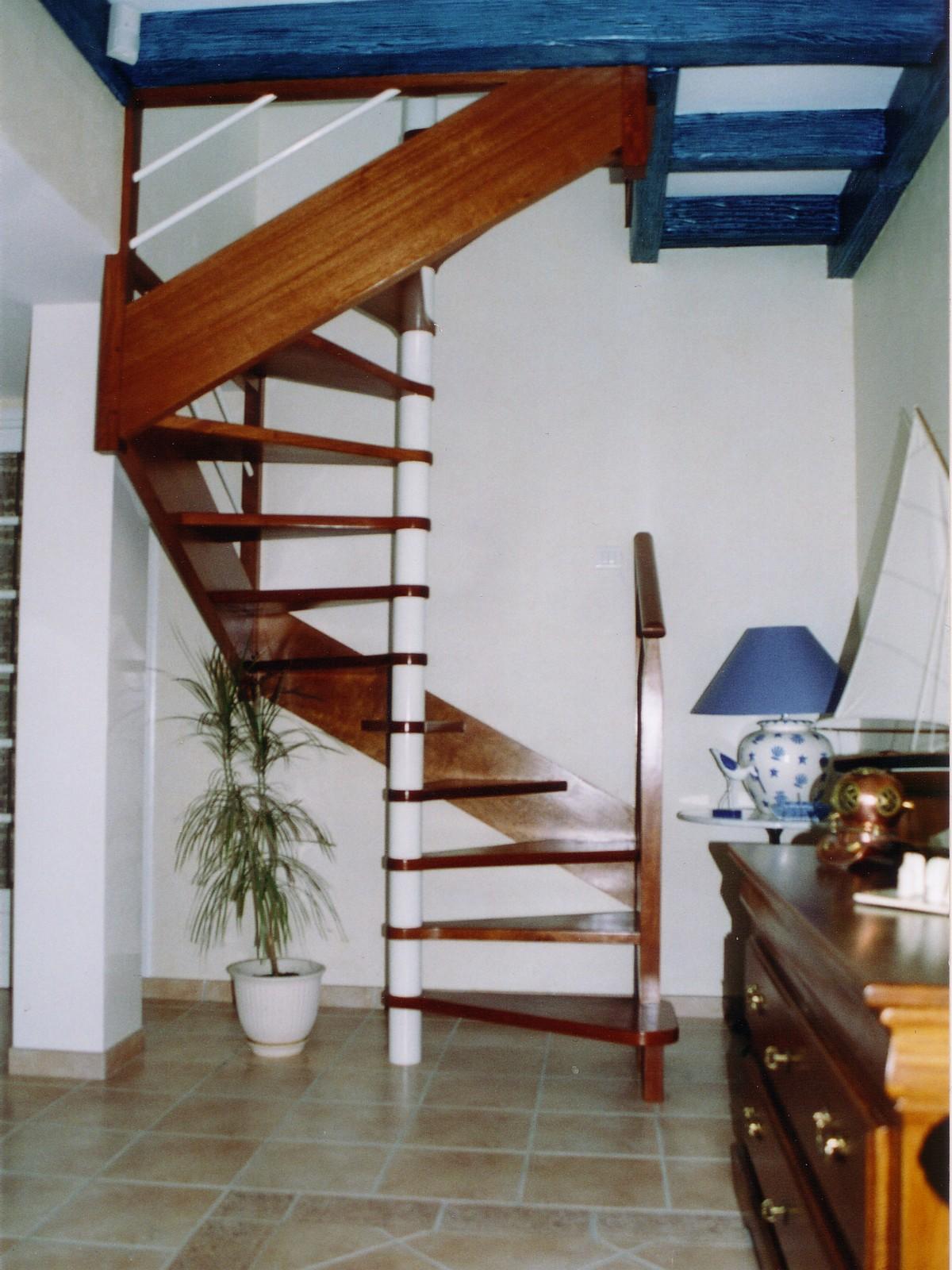 limons lat raux plan carr cr ation sur mesure d 39 escaliers 44. Black Bedroom Furniture Sets. Home Design Ideas