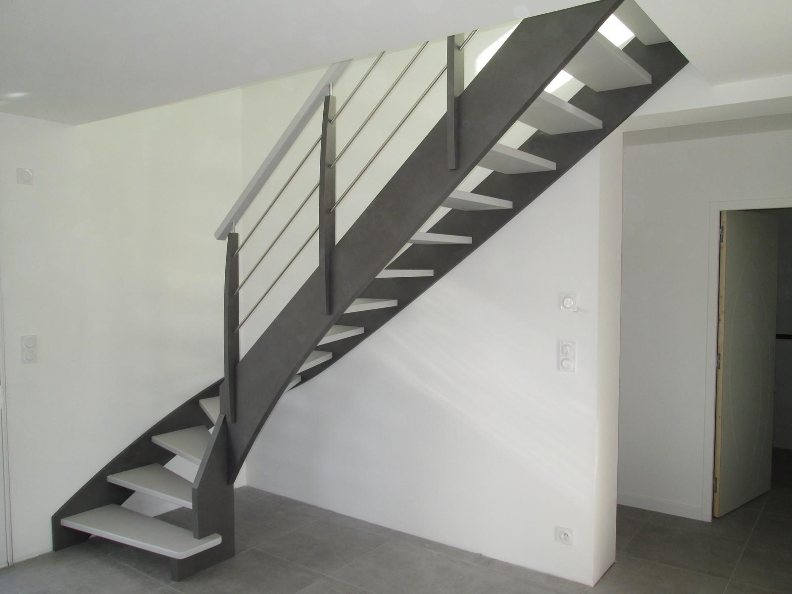 escalier en mtal intrieur excellent escalier moderne intrieur ide espace with escalier en mtal. Black Bedroom Furniture Sets. Home Design Ideas
