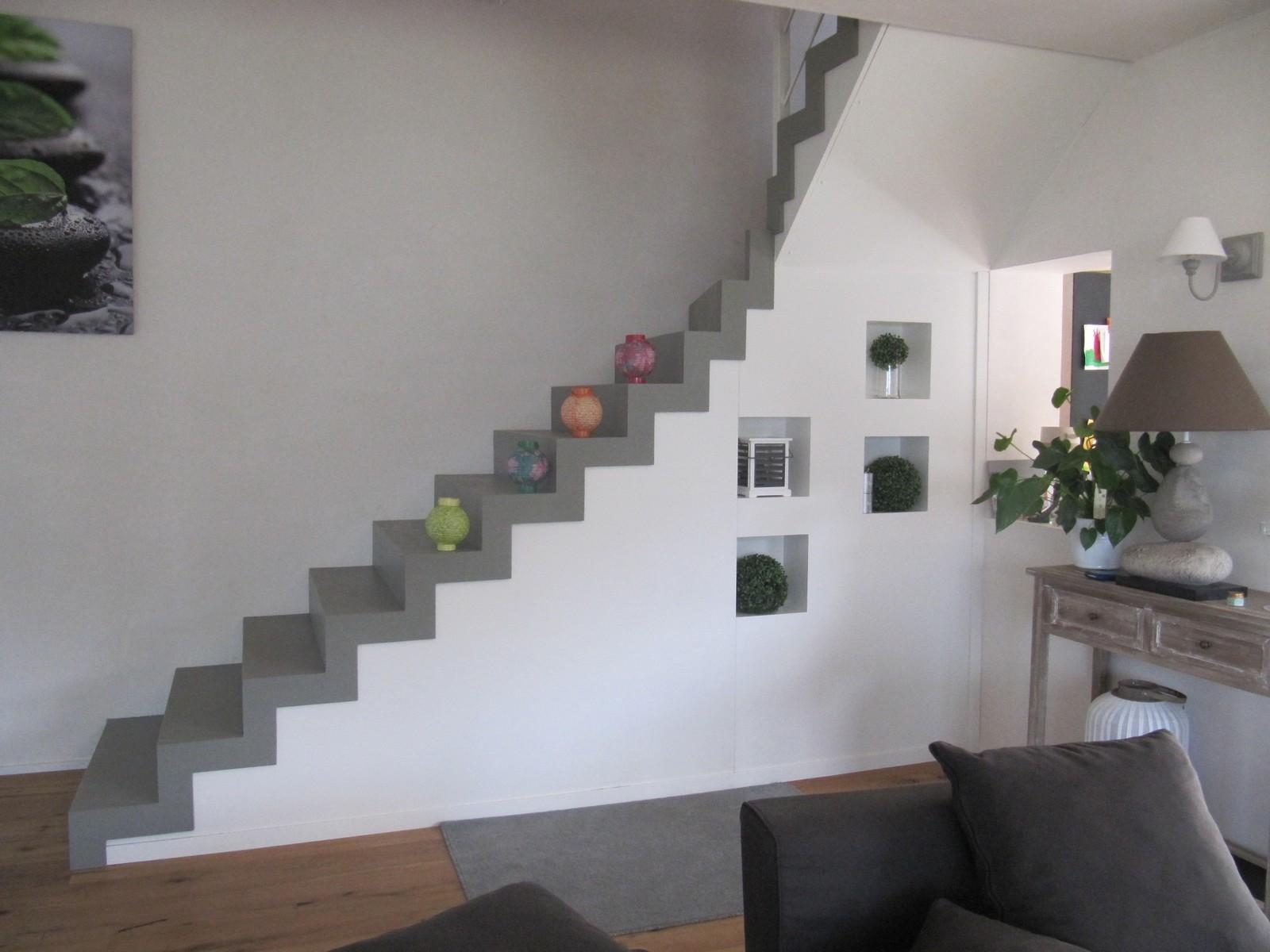 Escalier interieur beton escalier beton habillage bois for Emploi design interieur