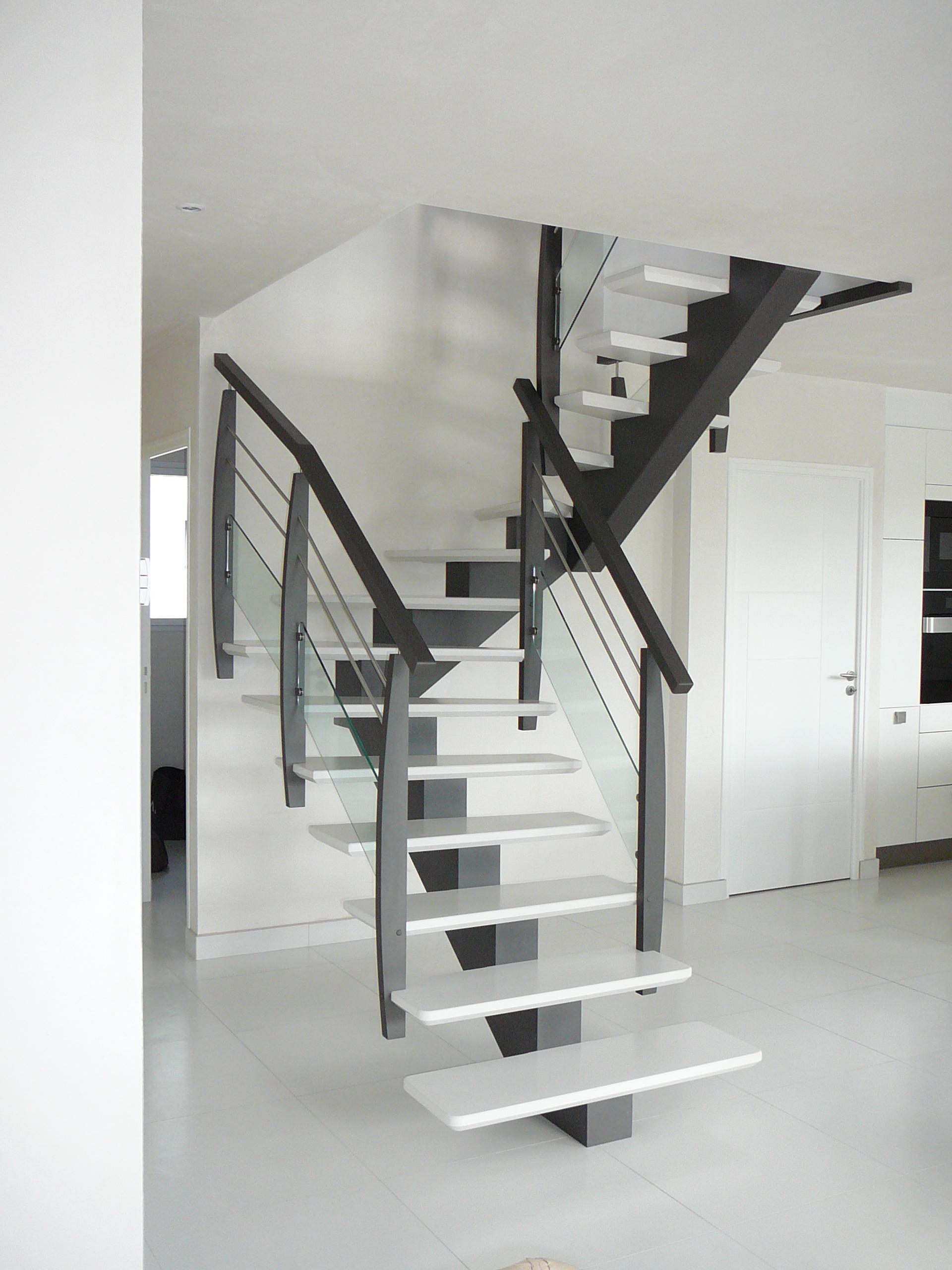 escalier poutre centrale tarif escalier sur mesure limon central celeste tournant mtal lisses. Black Bedroom Furniture Sets. Home Design Ideas