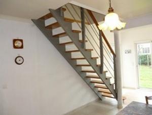 Escalier droit avec crémaillère granité